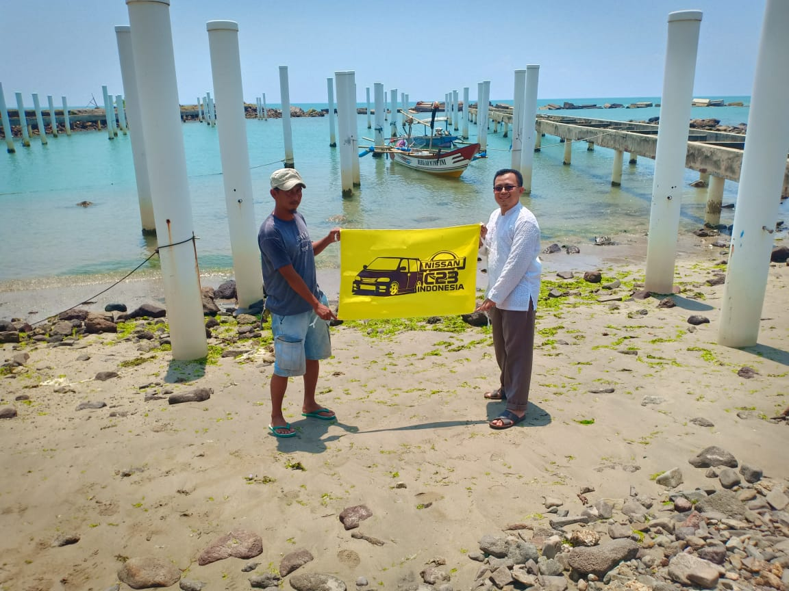 Om Hendi bersama perwakilan nelayan